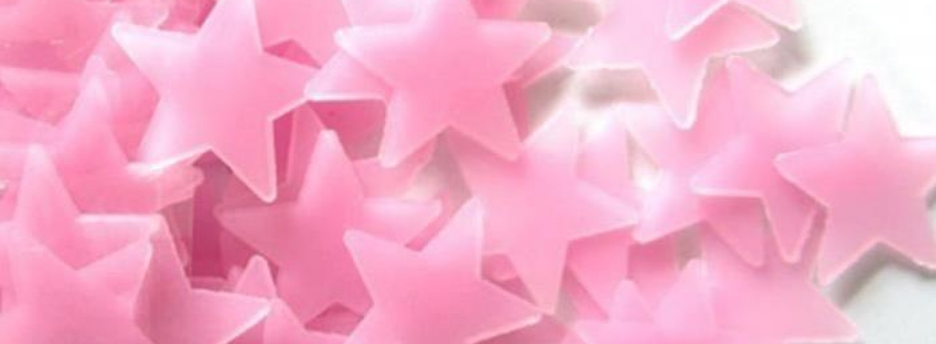 De magnifiques stickers étoile rose pour la chambre de votre fille!